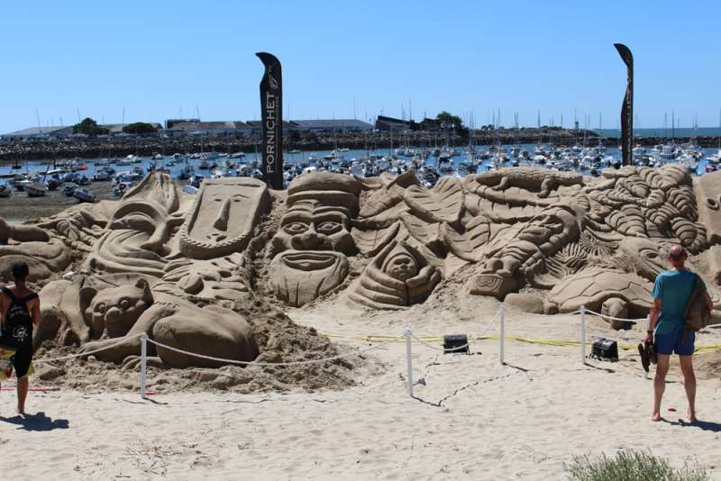Exhibitions of cultures on sand in Pornichet