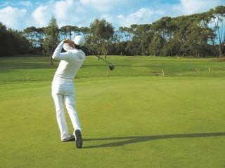 golfeur-swing-Golf de Guérande - 18 trous
