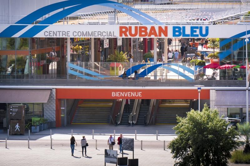 centre commercial ruban bleu pr t porter parfumerie esth tique opticien chocolatier. Black Bedroom Furniture Sets. Home Design Ideas