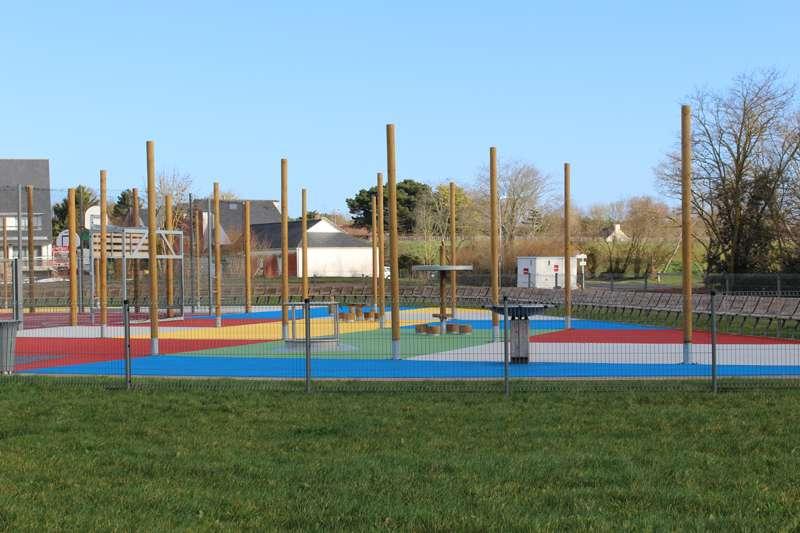 aire de jeux du parc paysager loisirs et sorties jeux pour enfants man ges office de. Black Bedroom Furniture Sets. Home Design Ideas